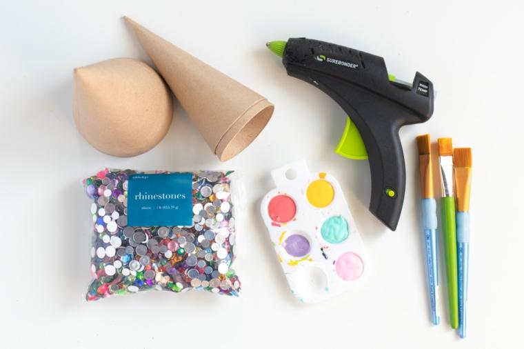 materiali per mini alberello natalizio pistola per colla pennelli e colori come addobbare un albero di natale