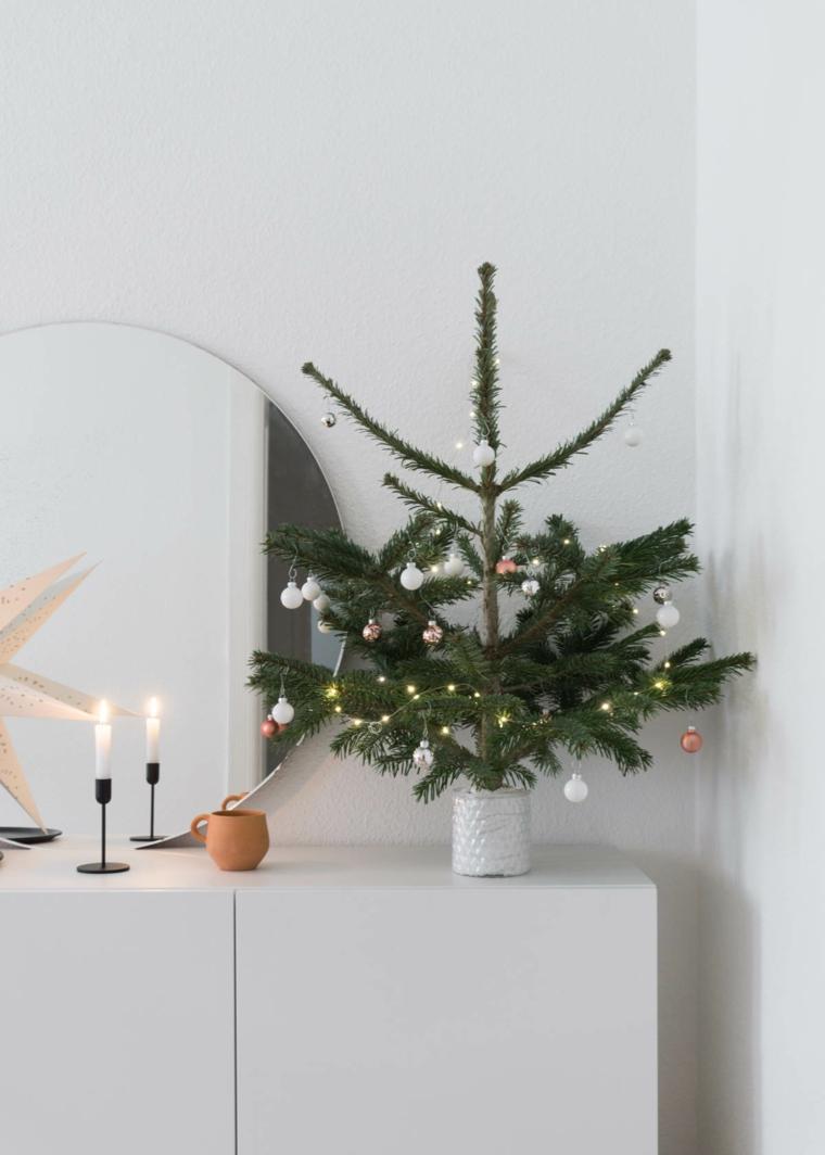 mini albero stile scandinavo alberi di natale 2020 tendenze mobile bianco con candele