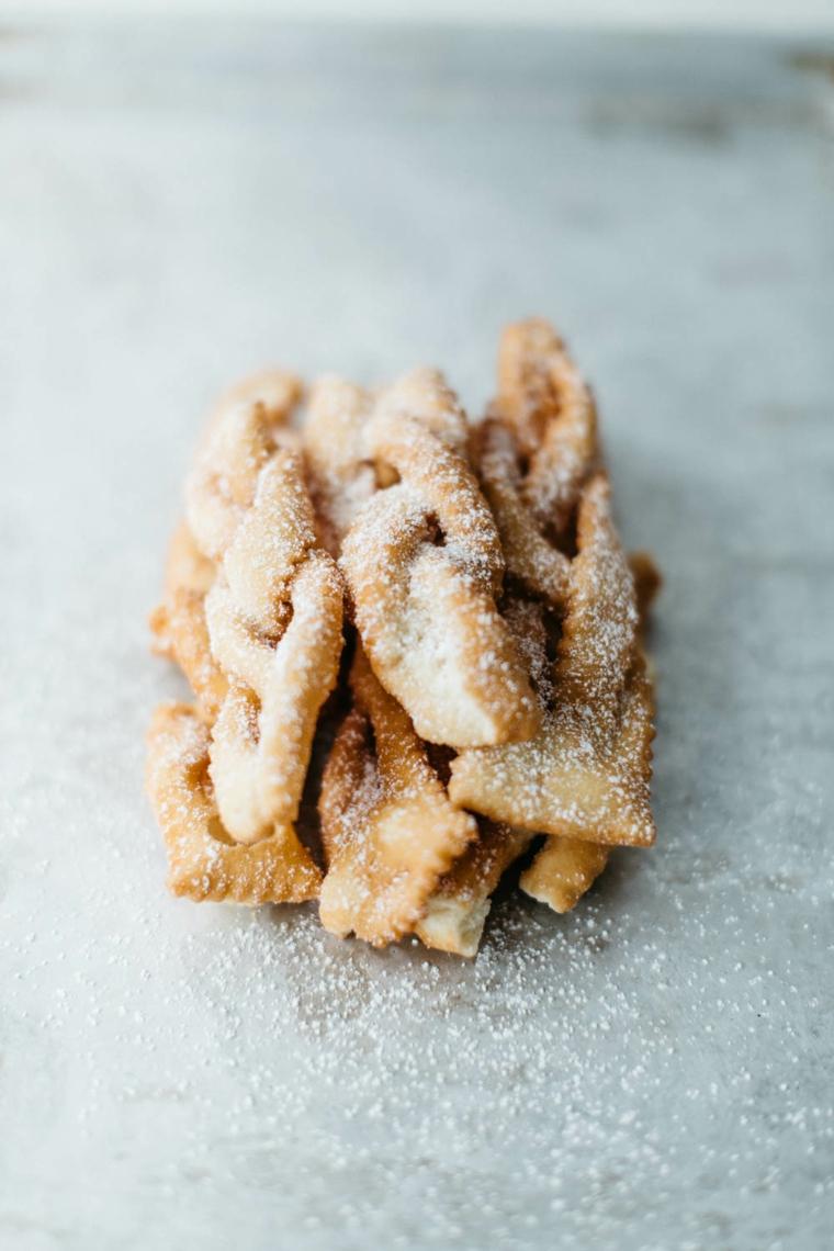 nocatole calabresi dolce tipico della calabria dessert fritto decorato con zucchero a velo