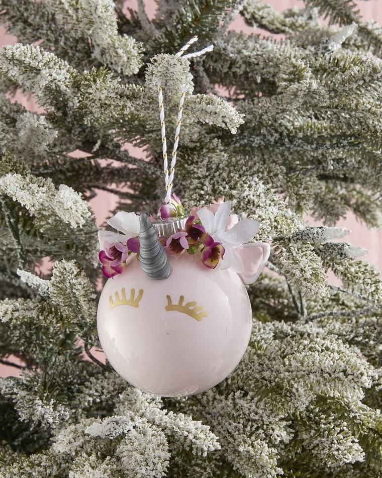 palline di natale fai da te 2020 ornamento unicorno con fiorellini