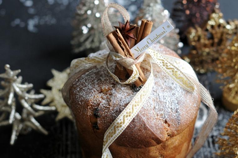 panettone decorato con zucchero a velo e bastoncini di cannella decorazione tavola natalizia