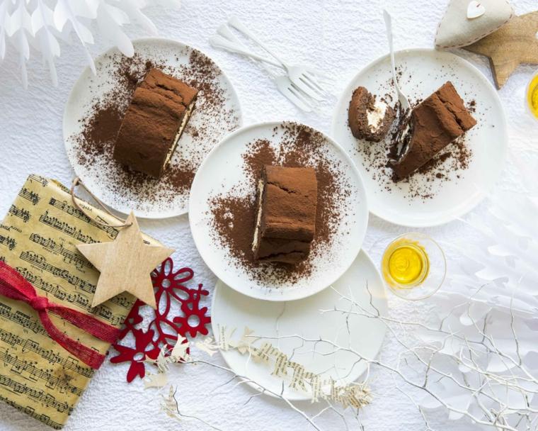piattini con pezzi di dole natalizio tronchetto di natale ricetta facile
