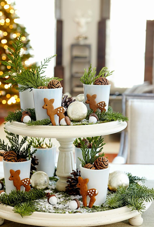 piatto per dolci con biscotti e pigne centrotavola natalizi moderni