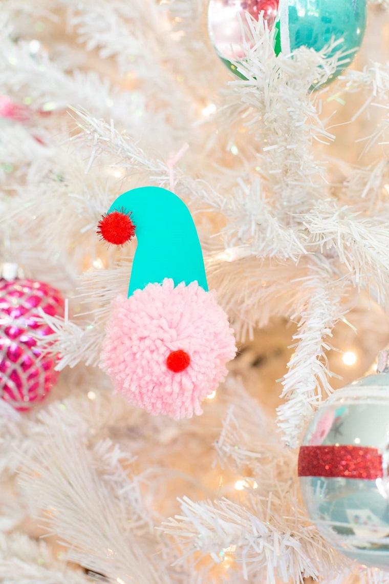 pom pom di lana rosa con cappuccio addobbi natalizi fai da te