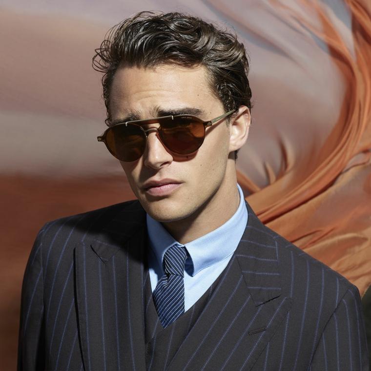 ragazzo con occhiali da vista tagli capelli uomo corti abbigliamento giacca e cravatta