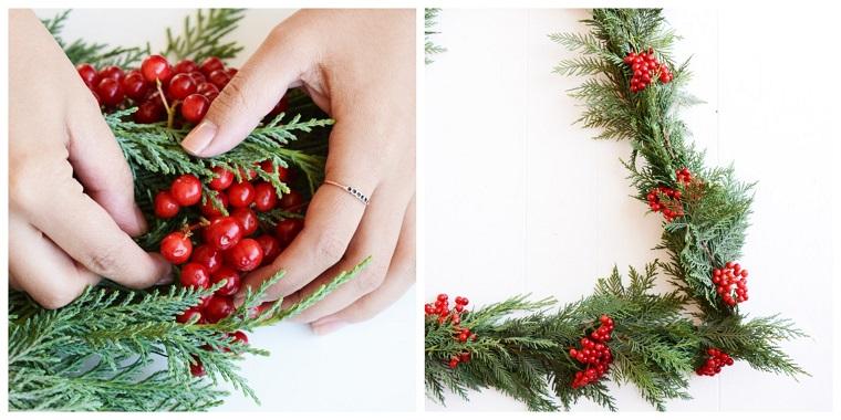 rametti di pino con bacche rosse come addobbare un albero di natale
