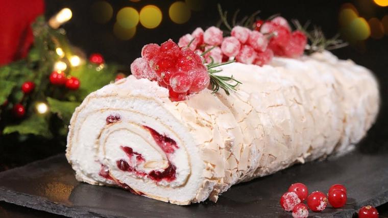 ricetta del tronchetto di natale francese dolce natalizio con crema bianca e mirtilli