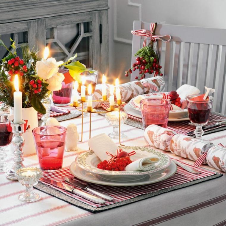 segnaposto natalizio tavola apparecchiata per natale centrotavola con vaso di fiori