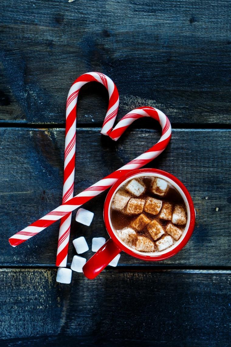 sfondo natalizio tazza con mashmallow e cioccolato bastoncini di zucchero a forma di cuore