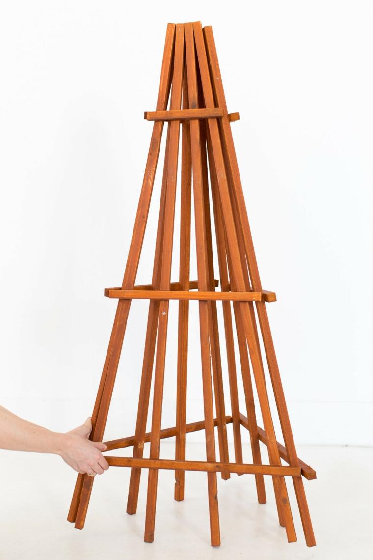 struttura di legno come alberello natalizio alberi di natale addobbati