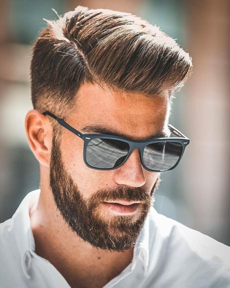tagli di capelli maschili acconciatura con riga laterale viso con barba