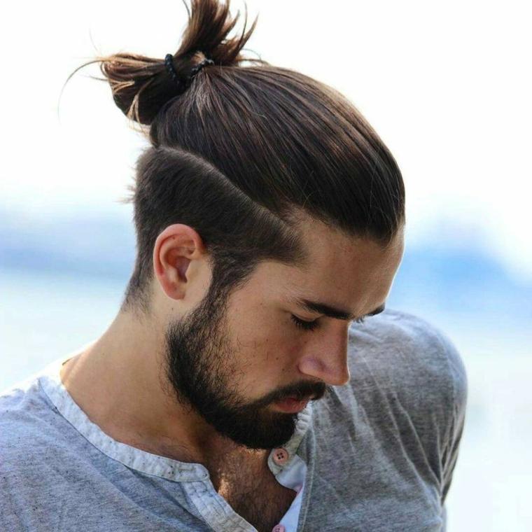 taglio capelli uomo lunghi sopra ragazzo con barba taglio corto sotto