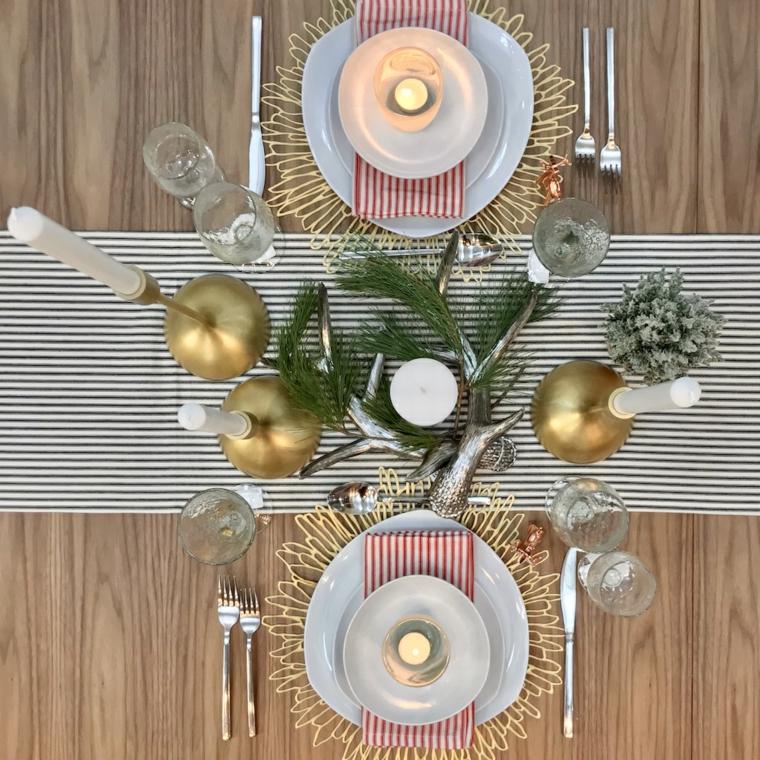 tavola apparecchiata per due centrotavola con rami e candele apparecchiare tavola natale