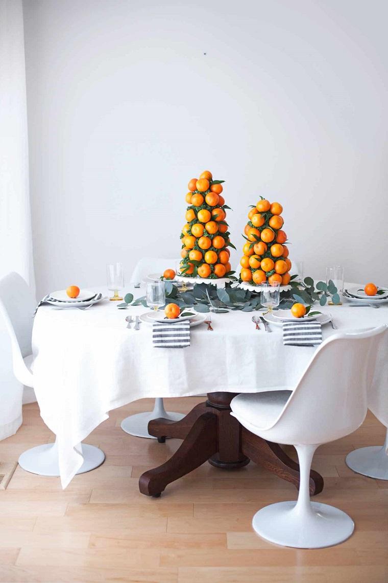 tavola apparecchiata per natale centrotavola fai da te natalizio torre di mandarini