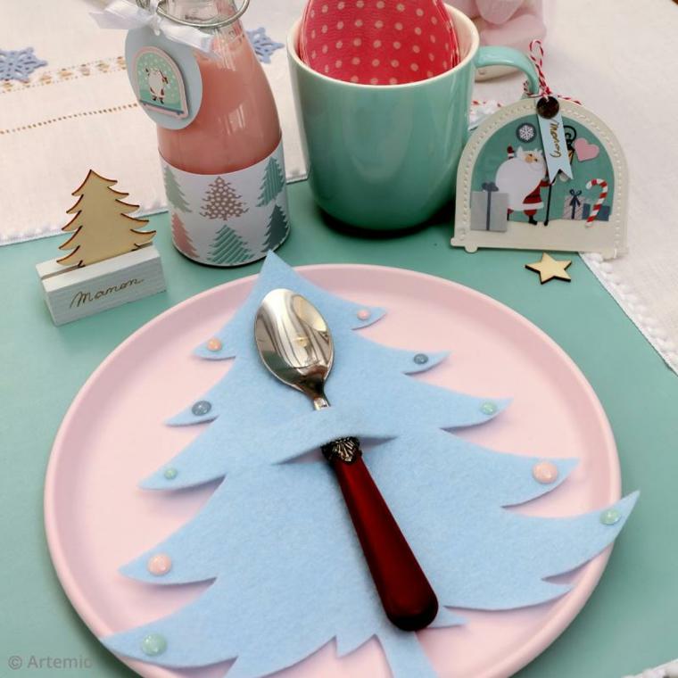 tavola natalizia segnaposto in feltro azzurro forma albero di natale