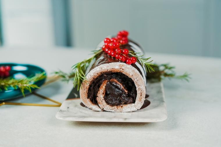 tronchetto di natale decorazioni mirtilli rossi cioccolato fondente dolce natalizio