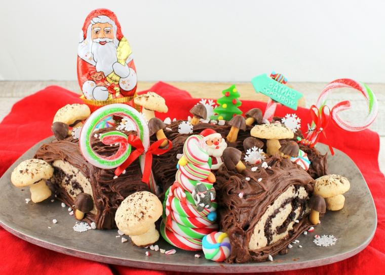 tronchetto natalizio con crema pasticcera e cioccolato fondente decorazione con statuina babbo natale