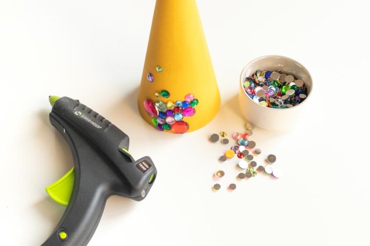 tutorial decorazione con brillantini colorati alberi di natale addobbati 2020