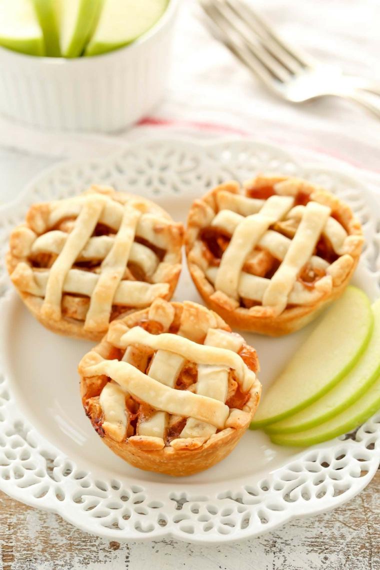 mini apple pies tartine di torta di mele tipo crostata decorazione piatto con fette di frutta