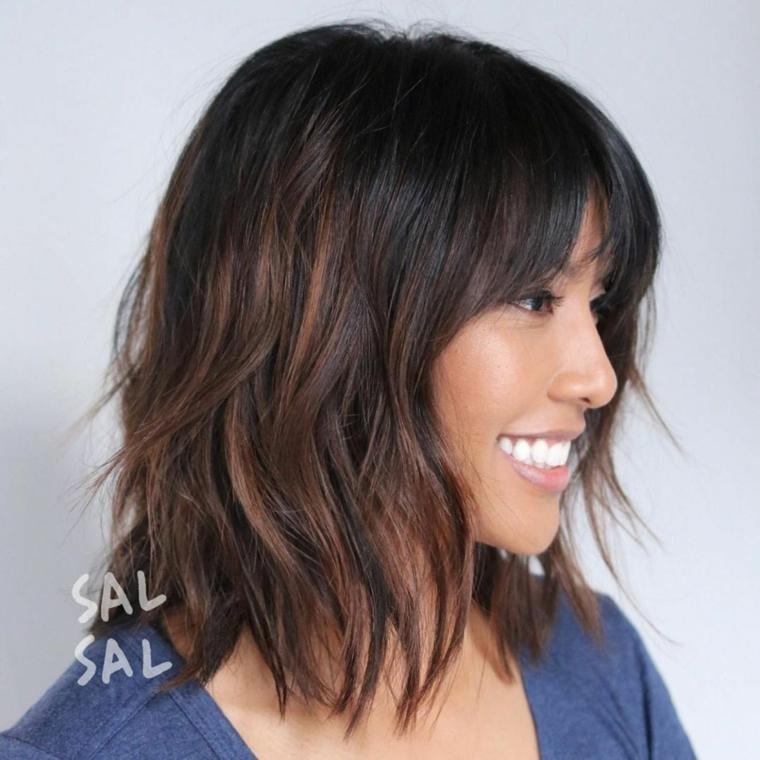 come tagliare i capelli da sola scalati taglio mosso con frangia a tendina