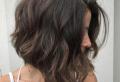Acconciature per capelli mossi: il segreto delle donne sempre alla moda!