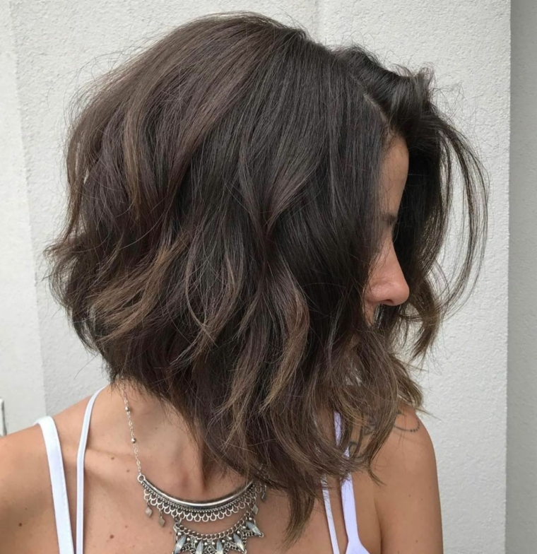donna pettinatura castano acconciature semplici capelli media lunghezza
