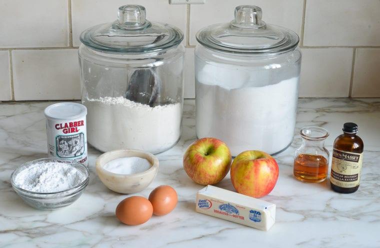 ingredienti per preparare in casa torta di mele soffice barattoli di vetro con farina