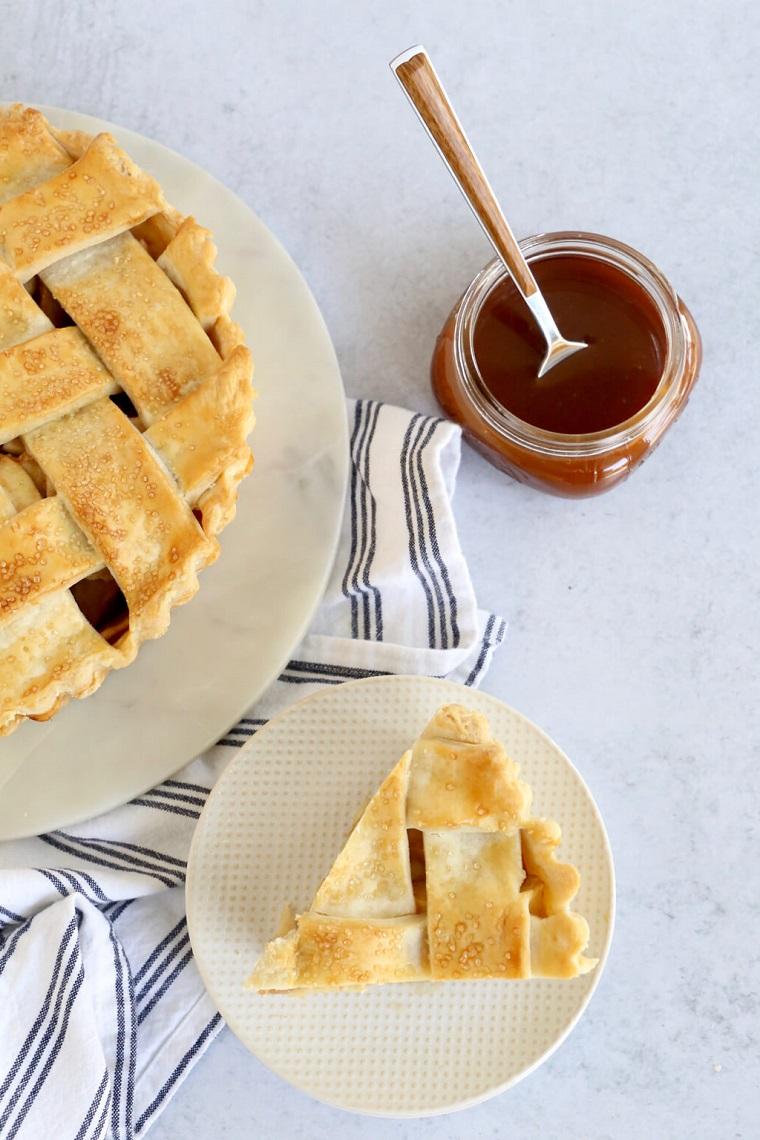 ingredienti per torta di mele soffice senza burro pezzo di dolce con pasta brisee