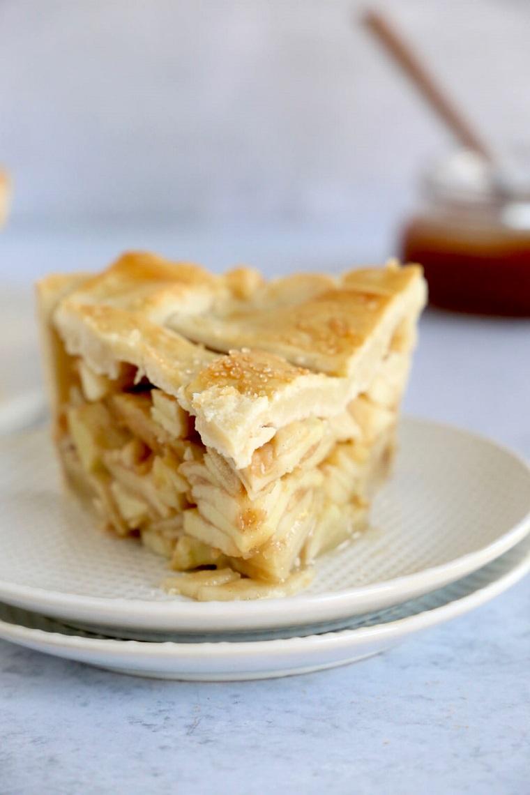 ingredienti torta di mele allo yogurt pezzo con pasta brisee