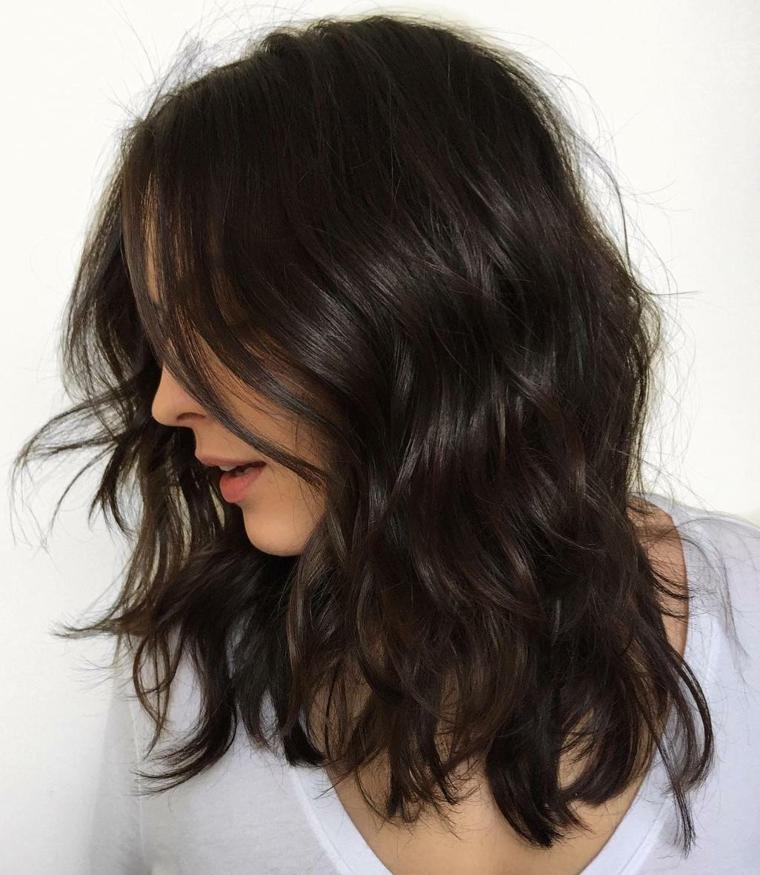 onde capelli corti acconciatura capelli taglio caschetto di colore castano scuro
