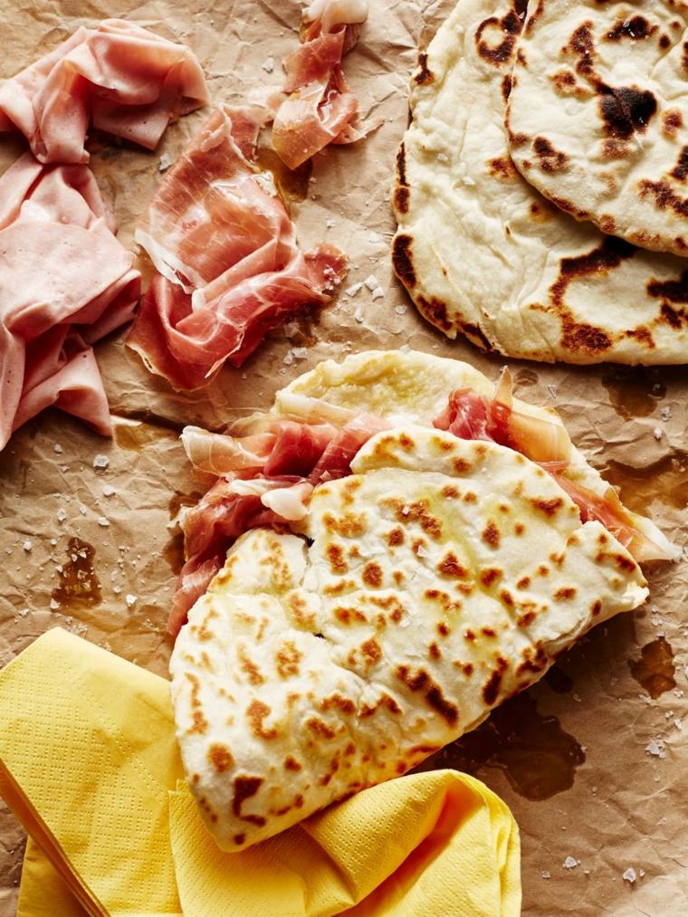 piada romagnola piadina ricetta con prosciutto crudo e mozzarella