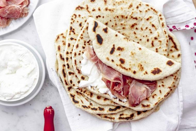 piadina ricetta light panino farcito con prosciutto cotto e formaggio spalmabile
