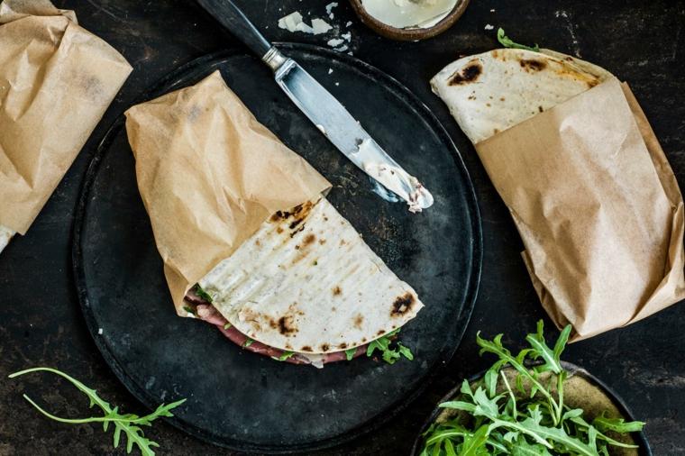 piadina ricetta senza lievito crescia con prosciutto crudo e rucola