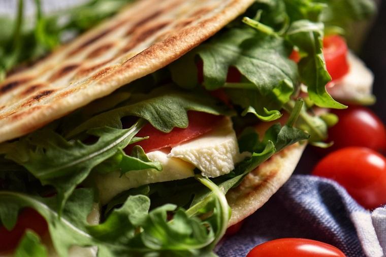 piadina vegetariana con rucola e pomodorini piadine fatte in casa
