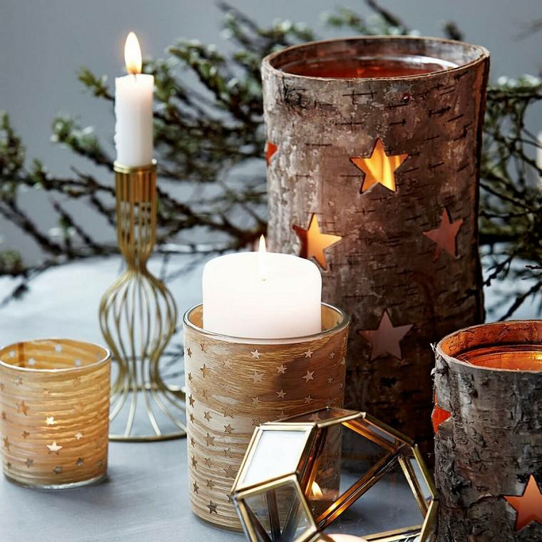 portacandele di metallo dipinte effetto legno composizione come centrotavola natalizio