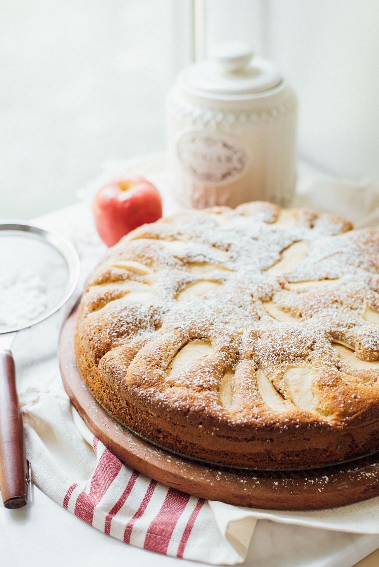 ricette per torta di mele cosparsa con zucchero a velo ingredienti per dessert autunnale