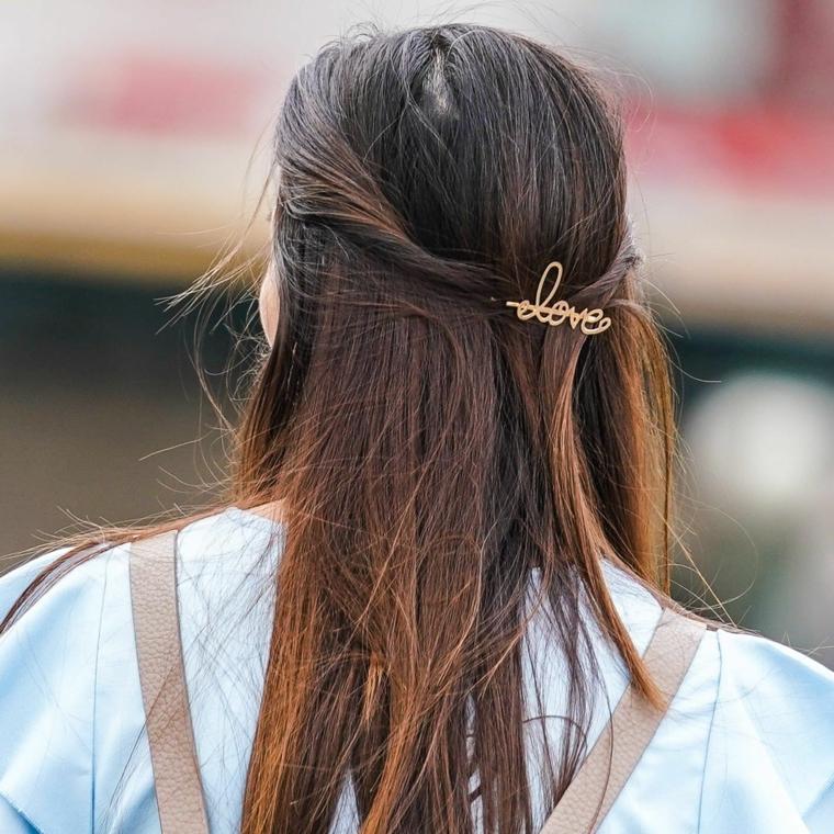tagliare i capelli da sola a testa in giu acconciatura semiraccolto con molletta