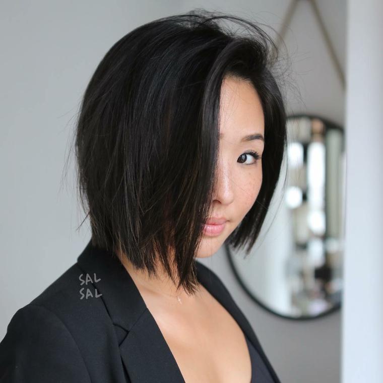 tagliarsi i capelli corti da sola taglio caschetto con riga laterale