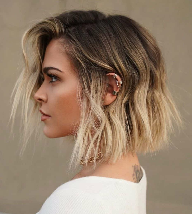 tagliarsi i capelli corti da sola taglio caschetto lungo davanti colore biondo ombre