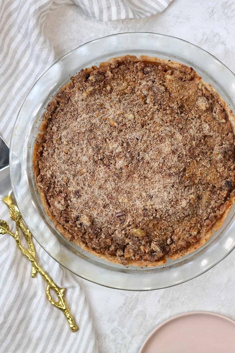 teglia rotondo con torta di mele senza latte ingredienti per dolce vegan