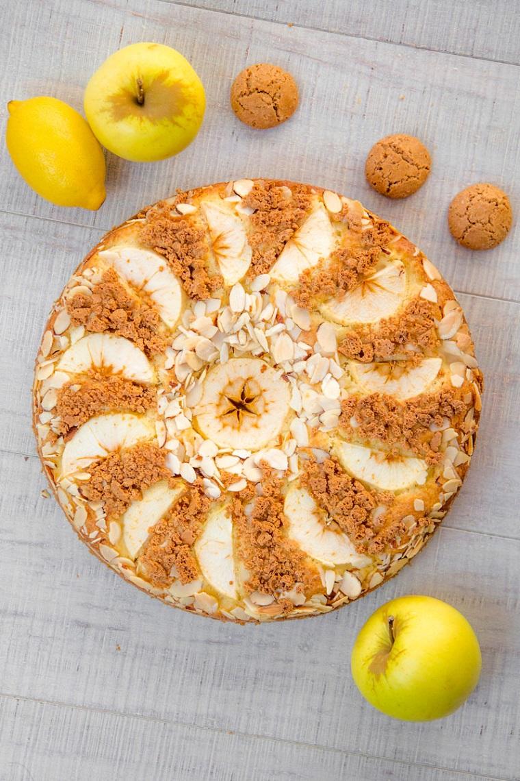 torta di mele senza burro decorazione dolce con amaretti e mandorle