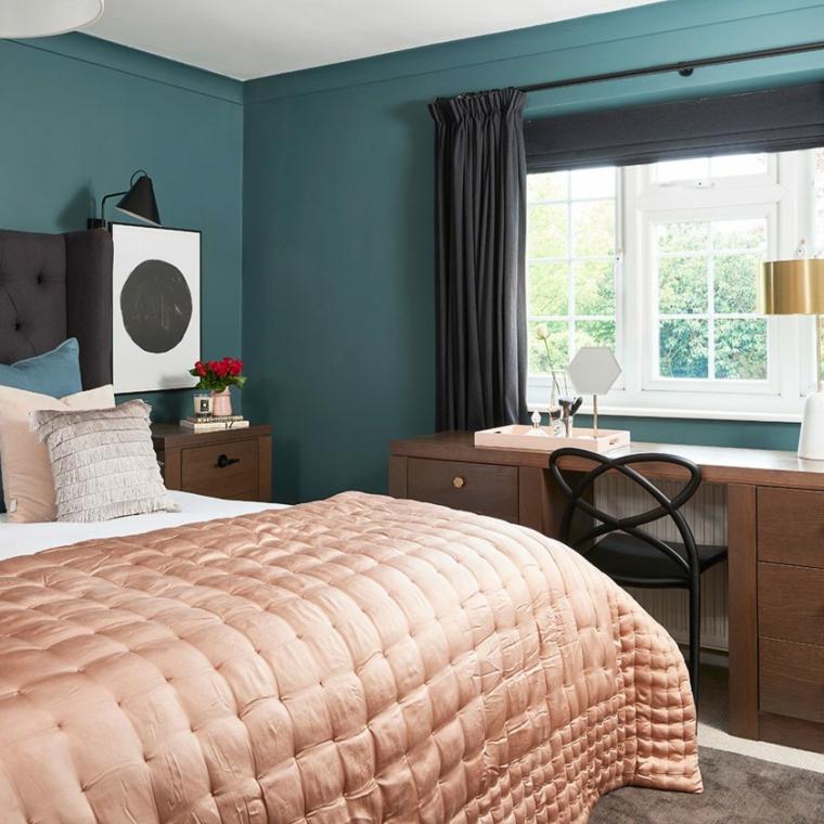 abbinamento colori pareti camera da letto tonalità pittura blu scuro