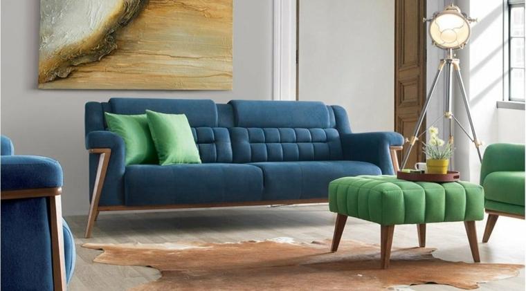 arredare con il verde e blu divano e poltrone salotto con pareti bianche
