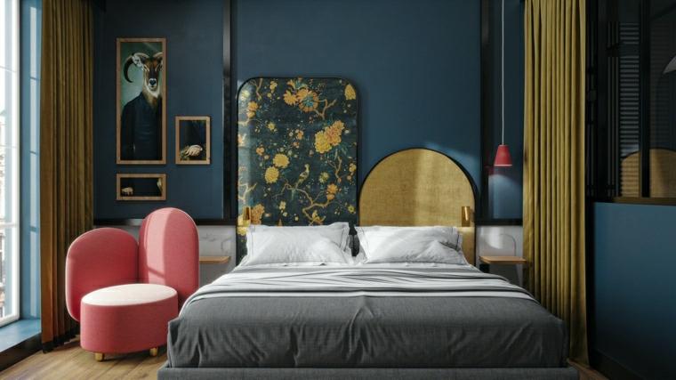 camera da letto con pareti blu poltrona rosa decorazione con tende gialle