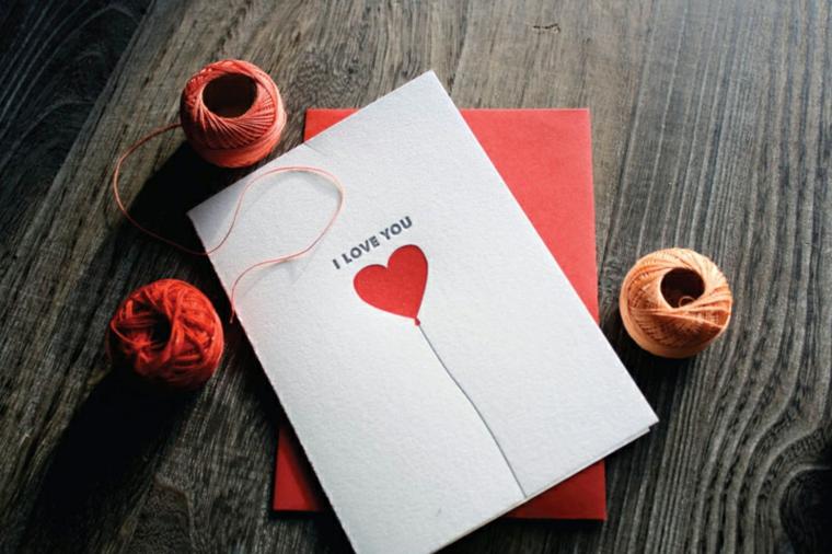 cartolina con busta rossa disegno cuore con scritta personalizzata
