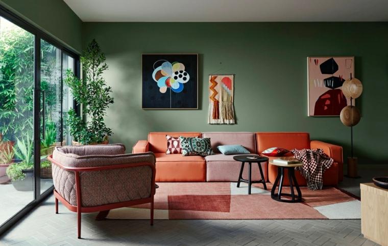 colori che si abbinano con il verde divano in tessuto colorato soggiorno spazioso