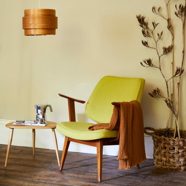 colori pareti camera da letto 2021 tonalità beige abbinamento mobili in legno tessuti gialli