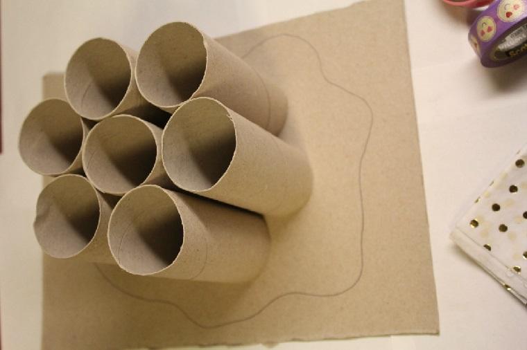 costruire con materiali di recupero oganizer per penne con rotoli di carta igienica