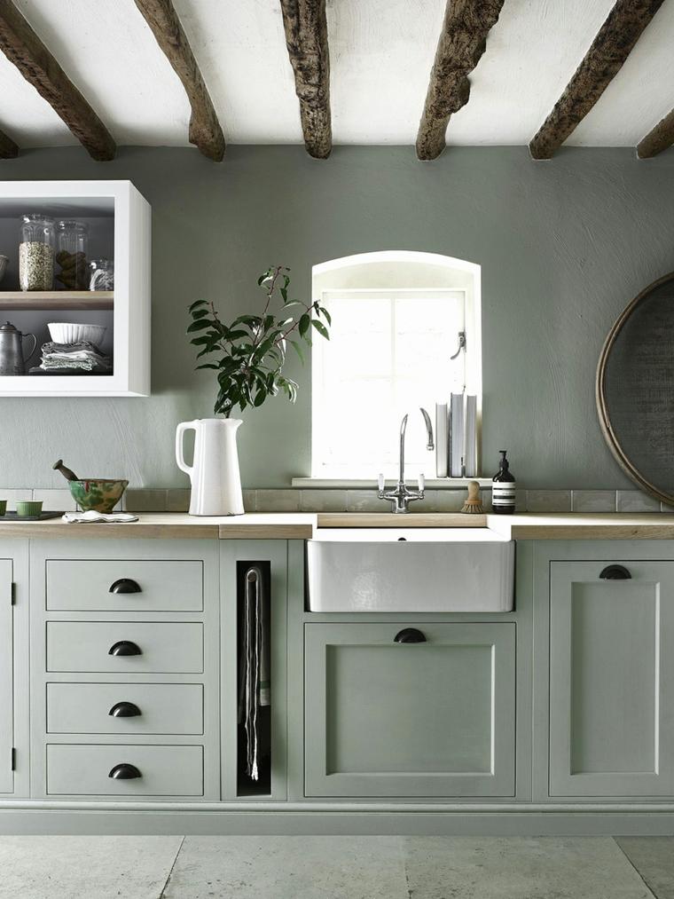cucina arredata stile country soffitto travi di legno colori che si abbinano con il verde