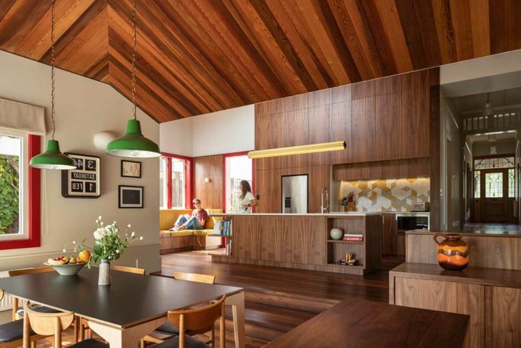cucina con boiserie open space sala da pranzo e cucina tavolo da pranzo con centrotavola